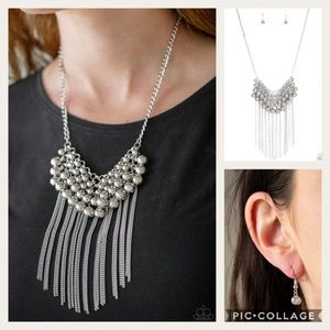 DIVA-de and rule silver necklace